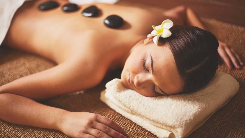 Massaggio Hot Stone: caratteristiche e benefici